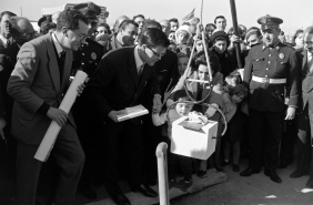 """Placing the First Stone on the land designated to the building of accommodations for the migrants of the cooperative """"La Giralda"""". 1967 Archive Gélan"""