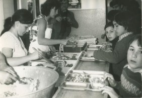 Colegio La Valette T.Cabestero, children eating in the dining room.