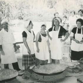 Valencia residents living in Dortmund Dortmund.Valencianos making paella