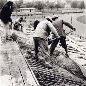 Italians bricklayers during the building of the main tribune of Kennedy's stadium. Luxemburg, Dudelange, 1953.
