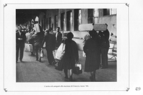 The arrival of the emigrants at Ginerva's train station. Switzerland 1950 MBCA-Central Office for Library Heritage and Cultural Institutes, CSER, A suitcase full of America. Rome, The Hieroglyphics, 1992