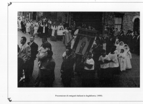 Procession of italian emigrants. England 1955 MBCA-Central Office for Library Heritage and Cultural Institutes, CSER, A suitcase full of America. Rome, The Hieroglyphics, 1992