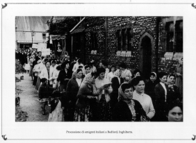Procession of italian emigrants in Bedford. England 1950. MBCA-Central Office for Library Heritage and Cultural Institutes, CSER, A suitcase full of America. Rome, The Hieroglyphics, 1992