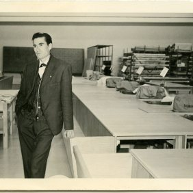 Picture of Manuel Mesa Lopez, during a visit at the textile factory that offered work to emigrant's wives. 30/11/1964, Germany.
