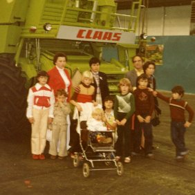 Group picture of Manuel Mesa Lopez's family and friends during the visit of the Claas factory.