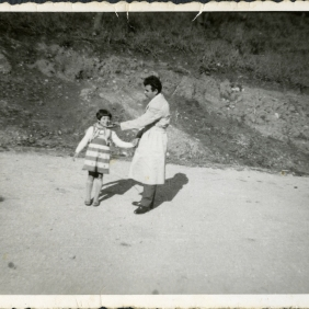 Elisabeth with her son in Greece (1948-1950)