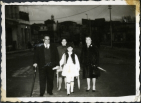 Elisabeth with her parents and her sister (Greece, early 60's)