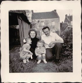 The family Canalaz in the garden of the house of Tamines around 1957