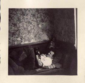 Dario Canalaz nella sua casa di Tamines nel 1964