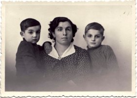 Gubiani in a family portrait before leaving for France.1950