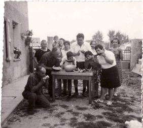 Gino Mirolo and family during a lunch Cognin. 1958-1962
