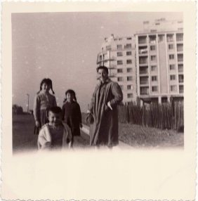 Aurora Marioni and his sons in Grenoble .1950