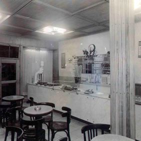 The interior of the coffee-ice cream Fabris. Essen-Steele 1955
